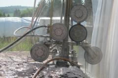 Bilderserie A Bild2 Bongardblock Rot Sägearbeit mit einer mobilen Seilsäge